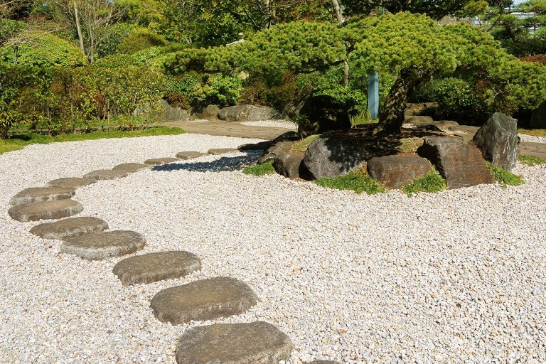 Decora tu jardín utilizando piedra natural