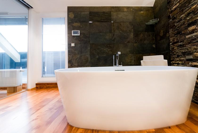 Consejos prácticos para el revestimiento de un baño con piedra natural